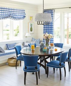 Coastal Living Idea House Mark D. Sikes, Showhouse, Blue and White Dining … Coastal Living Idea House Mark D. Sikes, Showhouse, Blue and White Dining Room Dining Nook, Dining Room Lighting, Blue Rooms, White Rooms, Dining Room Centerpiece, Style Deco, Coastal Living Rooms, White Decor, Sweet Home