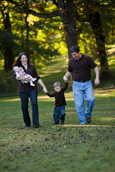 family pose that I love, walking with toddler, holding baby