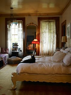 Love the bed and the entire room! A few years back I shot Lorraine Kirke's New York pad for my book Decorating with Style (with photographer extraordinaire Graham Atkins-Hughes). The house is situated in Greenwich Village in NYC, a… House Design, Room, Beautiful Bedrooms, House, Interior, Home Bedroom, Bedroom Design, Home Decor, House Interior