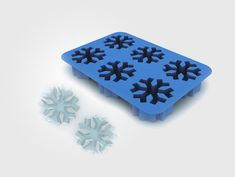 Who said that ice cubes should be cube-shaped? Silicone ice cube trays can create any shape we want - from snowflakes to brains and guns. So, why not spice up your next party with one of these creative custom shaped ice cubes?