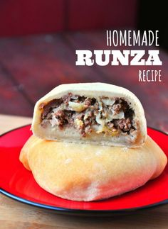 Homemade Runza Recip Homemade Runza Recipe - This is so delicious! I worked and worked and worked until I found a recipe that mimicks the beloved Nebraska sandwich Czech Recipes, Russian Recipes, Slovak Recipes, Beef Dishes, Food Dishes, Hamburger Dishes, Main Dishes, Beef Recipes, Cooking Recipes