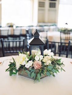 The dusty rose color makes a nice subtle color pop in this beautiful centerpiece idea. Photographer: Tracy Enoch Photography