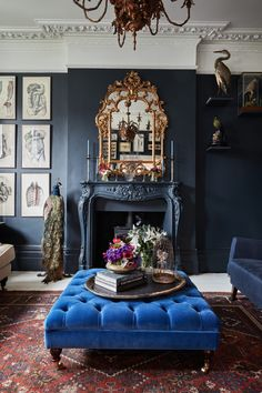 38 Marvelous Blue Interior Designs Ideas - My Design Fulltimetraveler Modern Victorian Decor, Victorian Living Room, Victorian Bedroom Decor, Victorian Interiors, Victorian Style Furniture, Gothic Living Rooms, Victorian Mirror, Dark Living Rooms, Vintage Furniture
