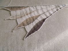 Ravelry: Project Gallery for Dreambird KAL pattern by Nadita Swings...would need to work on the angle between feathers...soften the turn a bit