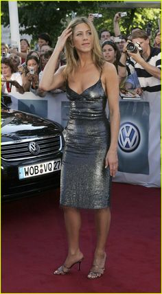 jennifer-aniston-silver-dress15.jpg (673×1222)