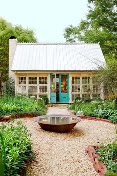 Charming chic she shed backyard artist studio of antiques dealer Barbara Adkins. Come explore She Shed Chic, Potting Shed House Of Turquoise, Turquoise Door, Teal Door, Backyard Studio, Backyard Retreat, Studio Shed, Dream Studio, Studio Home, Casas Containers