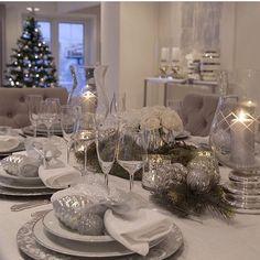 Christmas Dining Table, Christmas Table Settings, Christmas Tablescapes, Holiday Tables, Centerpiece Decorations, Decoration Table, Xmas Decorations, Christmas Interiors, Christmas Room