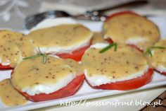 Tomatoes and Mozzarella with Honey-Mustard Dressing. Pomidory z mozzarellą i dressingiem musztardowo miodowym