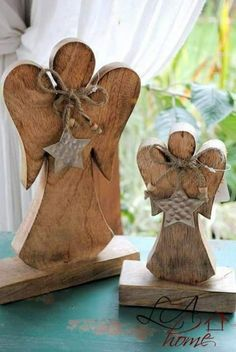11 Easy DIY Christmas Decor Ideas For Your Table, Mantle and Wall Using Garland and Candles – Holzarbeiten Christmas Angel Crafts, Rustic Christmas, Christmas Art, Christmas Projects, Holiday Crafts, Christmas Ornaments, Wooden Crafts, Diy And Crafts, Diy Christmas Decorations Easy