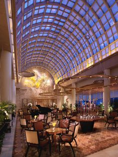 Ritz-Carlton Millenia Singapore: Chihuly Lounge #travel #luxury #cocktails