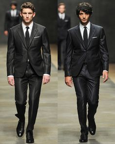 Hermès knows suits // Paris, Fall '12. This is the type suit all the men in Paris wore in Jun.