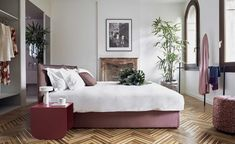 Many modern hoteliers like to trumpet the fact that they offer the comforts of a boutique property with the freedom of a private home. Few, though, do it as literally as the newly opened Casa Flora. Located in a 19th-century building in Venice's San Ma...