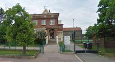 Esto era nuestra escuela tambien, tenía dos edificios y este estaba segunda.