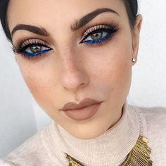 Inspiração de make pro Natal e Ano Novo! Lápis colorido nos olhos estão com tudo e esse azul ficou lindo!  #maquiagem #make #makeup #makeupaddict #natal #anonovo #reveillon #inspiração #inspiration #repost