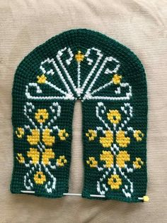 This Pin was discovered by HUZ Knitted Slippers, Knitted Hats, Noble People, Sheep Tattoo, Monster Tattoo, Wand Tattoo, Maori People, Warrior Spirit, Face Tattoos