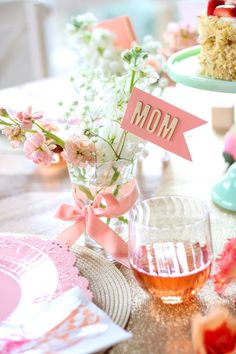 Create an elegant Mother's Day brunch with these simple ideas using Chinet Cut Crystal! day dinner set up Simple & Sweet Mother's Day Brunch Ideas! Brunch Decor, Brunch Party, Brunch Ideas, Diy Mother's Day Brunch, Dinner Ideas, Mothers Day Dinner, Mothers Day Decor, Mothers Day Cupcakes, Spring Party