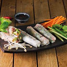 Das ideale Rezept für den Sommer. ewe Küchen und BAM wohnen Mayonnaise, Chili, Fresh Rolls, Ethnic Recipes, Food, Cakes, Homes, Meal, Chile
