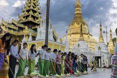 sweeping pagode Shwedagon Yangon
