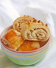 Armenian Pastry: Nazook   hollyshelpings.com