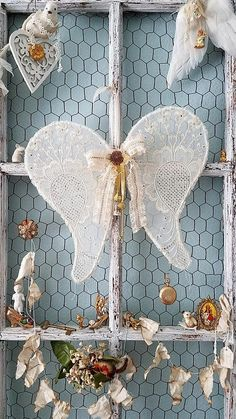 me ~ Wings Angel Wings Vintage Wire Wings Shabby Chic Wings Diy Angel Wings, Diy Wings, Shabby Chic Crafts, Shabby Chic Decor, Christmas Wreaths, Christmas Crafts, Christmas Decorations, Diy Angels, Angel Decor