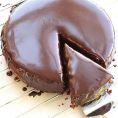 אפרת ליכטנשטט חולקת איתנו את המתכון לעוגת השוקולד המנצחת שלה - עוגת שוקולד אמיתית, שוקולדית בטירוף, קלה להכנה ומרשימה
