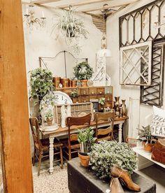 Farmhouse Remodel, Farmhouse Decor, Farmhouse Ideas, Farmhouse Style, Mobile Home Kitchens, Porch Styles, Dinner Room, Garden Shop, Dining Room Walls