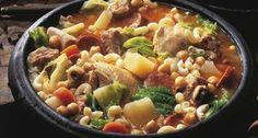 Portuguese Recipes, Portuguese Food, Goulash, Spanish Food, Empanadas, Snack, Food Inspiration, Stew, Curry