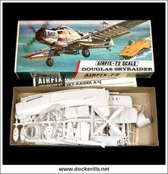 Vintage Models, Old Models, Vintage Toys, Plastic Model Kits, Plastic Models, Airfix Models, Airfix Kits, Striped Bags, Model Airplanes
