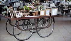 Decoração de casamento vintage da Flor & Forma Vintage Decor, Buffet, Wedding Decorations, Wedding Inspiration, Lounge, Retro, Furniture, Home Decor, Choices