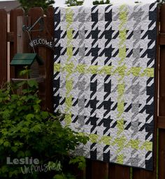 I never thought of this quilt in this way before. Now, I really can't wait to do it.Would be fab in navy, grey & red, too!