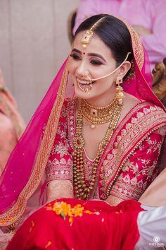 Indian Bridal Photos, Indian Bridal Outfits, Indian Bridal Makeup, Indian Bridal Fashion, Indian Bridal Wear, Indian Fashion Dresses, Indian Wear, Wedding Lehenga Designs, Designer Bridal Lehenga