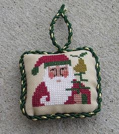 "Prairie Schooler Freebie ""Santa and Pear"""