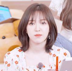 Korean Short Hair, Short Red Hair, Medium Hair Cuts, Medium Hair Styles, Curly Hair Styles, Wendy Red Velvet, Red Velvet Irene, Asian Music Awards, Hair Gif