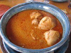 Cuisine Familiale: Poulet à la sauce arachide ou mafé Le poulet à la sauce arachide est un plat dont la sauce onctueuse est un vrai délice.  Au Sénégal il est appelé mafé ou maffé.