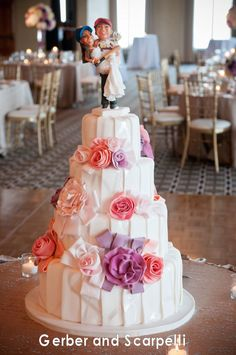 Amy Beck Cake Design - Chicago, IL - 4 Tier ribboned buttercream wedding cake with flowers - #amybeckcakedesign