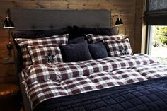 FLORENCE makes the beds .. with our new Holiday Collection Beddings-Sets!