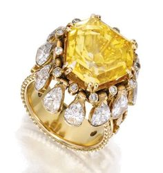 18 KARAT GOLD, YELLOW and WHITE DIAMOND RING