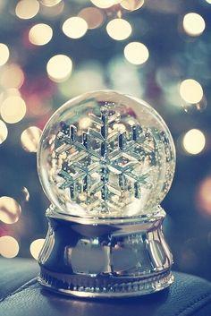 flake. Christmas Snow Globes, Noel Christmas, Winter Christmas, Magical Christmas, Christmas Medley, Classy Christmas, Christmas Pictures, Winter Snow, Winter Time