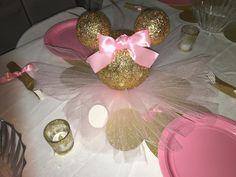 Pink and gold Minnie Mouse centerpiece Minnie Mouse 1st Birthday, Minnie Mouse Theme, Minnie Mouse Baby Shower, Minnie Mouse Rosa, Pink Minnie, Mickey Mouse Centerpiece, Baby Girl Birthday, 2nd Birthday, Birthday Ideas