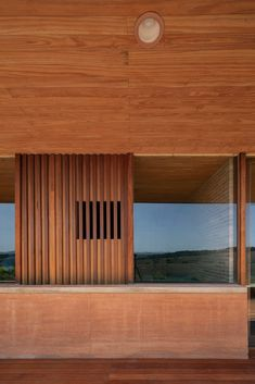 Arquipélago Arquitetos builds low-slung Brazilian house with rammed earth