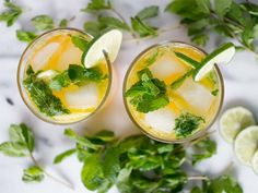 This Mango Mint Mojito recipe is featured in the Spring and Summer Cocktails feed along with many more. Party Drinks, Cocktail Drinks, Fun Drinks, Cocktail Recipes, Alcoholic Drinks, Beverages, Mango Mojito, Mango Rum, Sweets