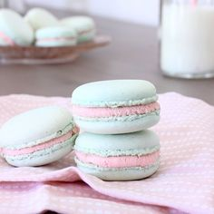 Sweet macarons with white chocolate ganache and strawberry jam inside (in French)