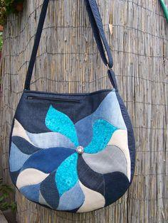 """""""Malaclopó"""" táska,virágos rátét mintával.Anyaga farmer és pamutvászon."""