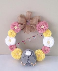 Easter Egg Crafts, Easter Projects, Easter Crafts For Adults, Handmade Christmas Decorations, Diy Easter Decorations, Wreath Crafts, Diy Wreath, Halloween Knitting Patterns, Pom Pom Wreath