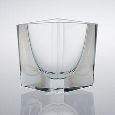 KAJ FRANCK - Glass vase, Sign. K. Franck, Nuutajärvi Notsjö 1965, Finland. [h. 13,5 cm, w. 15,5 cm] Glass Design, Design Art, Modern Design, Clear Glass, Glass Art, Concrete Art, Bukowski, Wine And Spirits, Fine Furniture