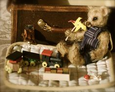 Tiny Ted's Toy Trunk Created by Nicole Woodward pic-nic-bears Soft Sculpture, Sculptures, Toy Trunk, Bears, Picnic, Teddy Bear, Toys, Artist, Animals