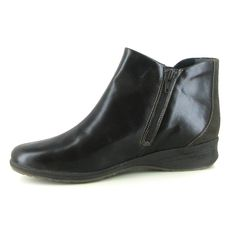 Gilson by Suave is a pull-on Chelsea ankle boot, made from soft supple leather. Classically stylish! A deep cushioned footbed and anti-slip sole gives unbeatable comfort all day long. Right-on trend.