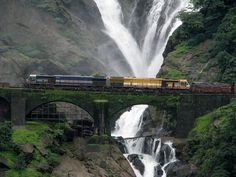 Dudhsagar-Waterfalls,-on-the-Goa-Karnataka  India