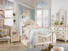 Schlafzimmer einrichten Spiegel Kommode Bett Kinderzimmer