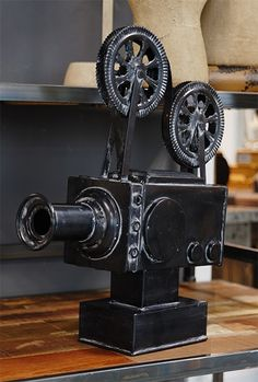 Vintage Iron Movie Projector Décor..... Need this for our movie living room